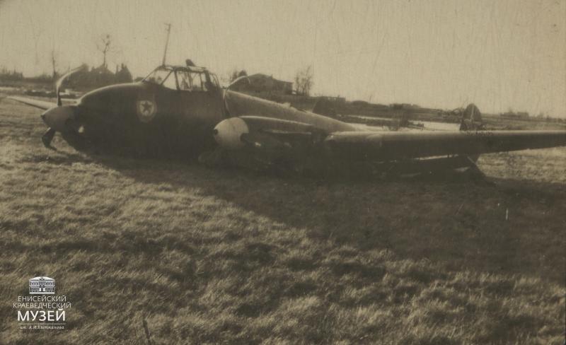 Вынужденная-посадка-самолета-разведчика-Пе-2-99-го-ОГЗАРП-16-ноября-1944-г.