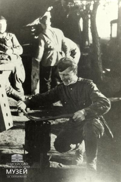 В.Н.Попов.-Работа-в-ПАРМ-1.-Фото-1943-г.
